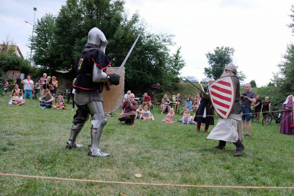 Średniowieczny obóz w Nowicach, turniej ciężkozbrojnych